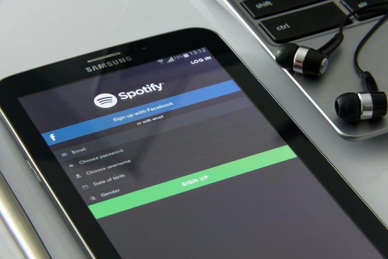 Miten Spotifystä voi ladata musiikkia?